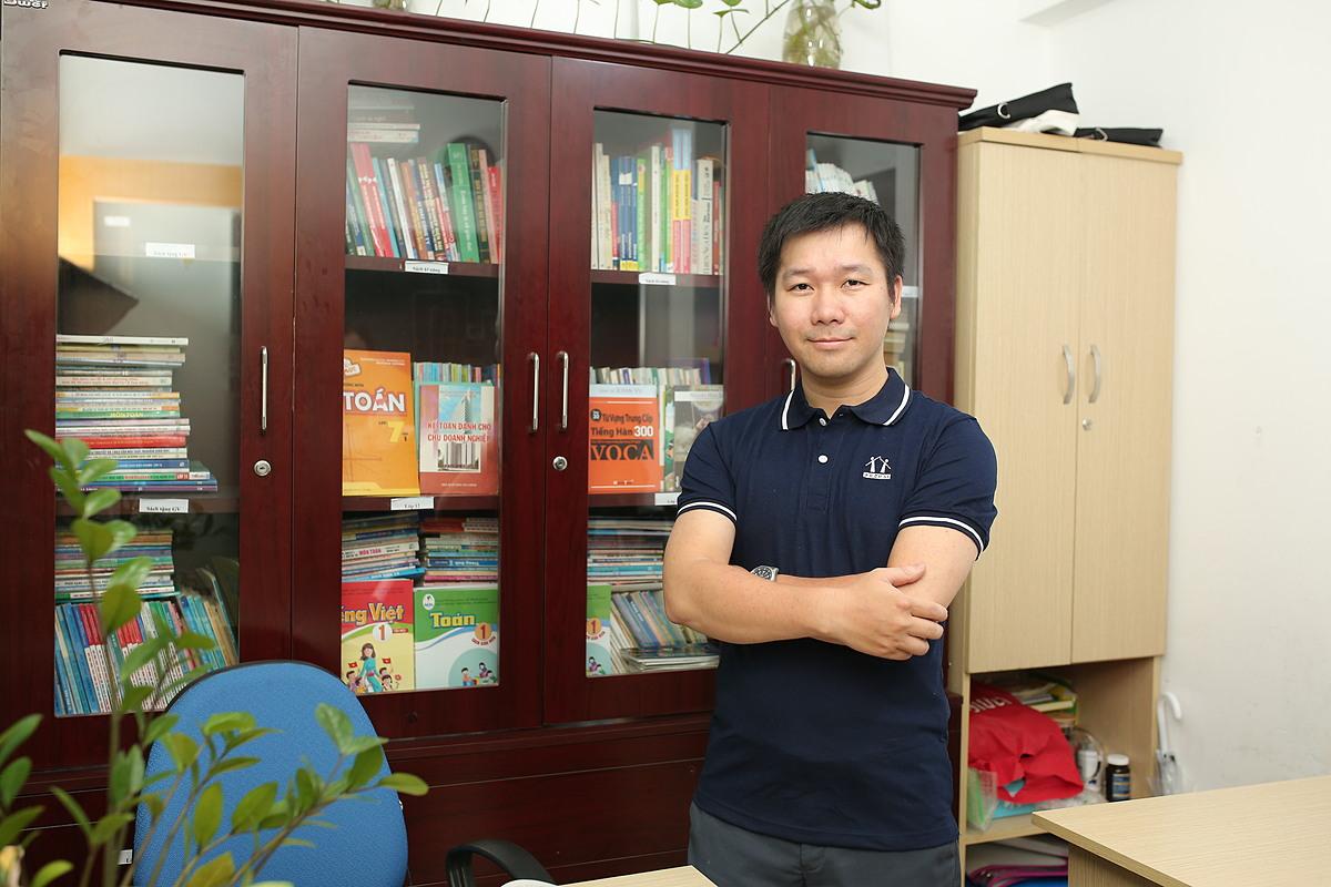 Thầy Nguyễn Phi Hùng - giáo viên tại Hệ thống Giáo dục HOCMAI