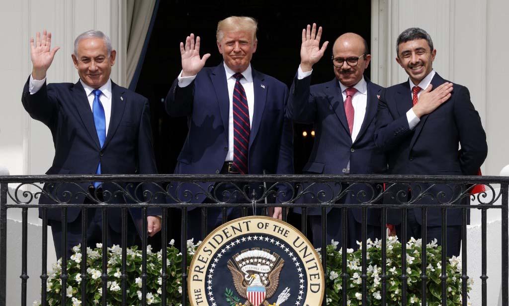 (Từ trái sang phải) Thủ tướng Israel Netanyahu, Tổng thống Trump, Ngoại trưởng Bahrain Al Zayani và Ngoại trưởng UAE al-Nahyan tại Nhà Trắng sau lễ ký các thỏa thuận bình thường hóa quan hệ hôm 15/9. Ảnh: AFP.
