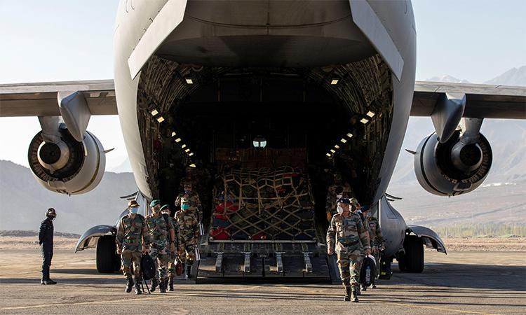 Vận tải cơ Ấn Độ đỗ tại một căn cứ không quân ở Leh, vùng Ladakh, ngày 15/9. Ảnh: Reuters.