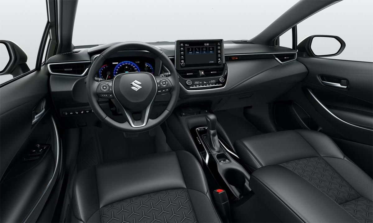 Nội thất của Swace cũng giống Corolla, trừ logo trên vô-lăng. Ảnh: Suzuki