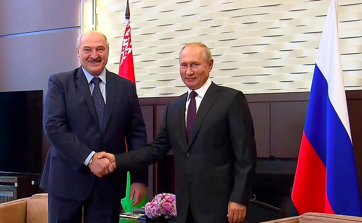 Tổng thống Belarus Alexander Lukashenko và Tổng thống Nga Putin tại Sochi, Nga ngày 14/9. Ảnh: Reuters.
