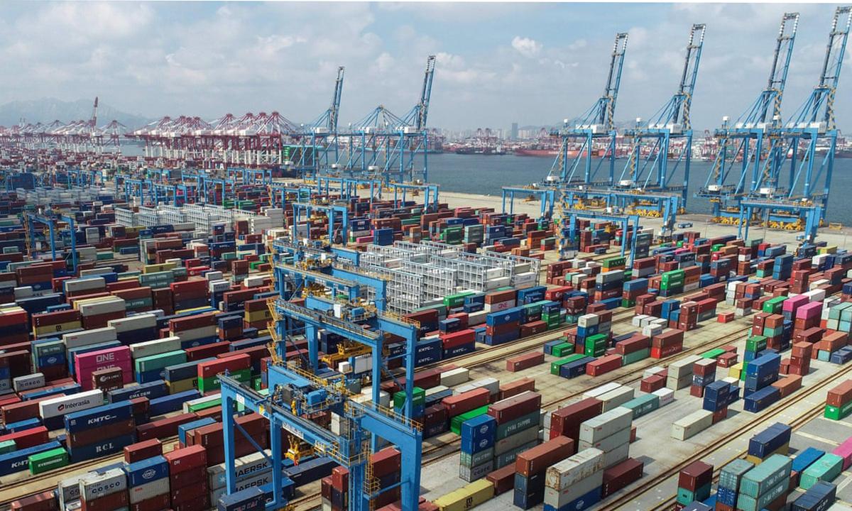 Các container hàng ở cảng thành phố Thanh Đảo, tỉnh Sơn Đông, Trung Quốc. Ảnh: AFP.