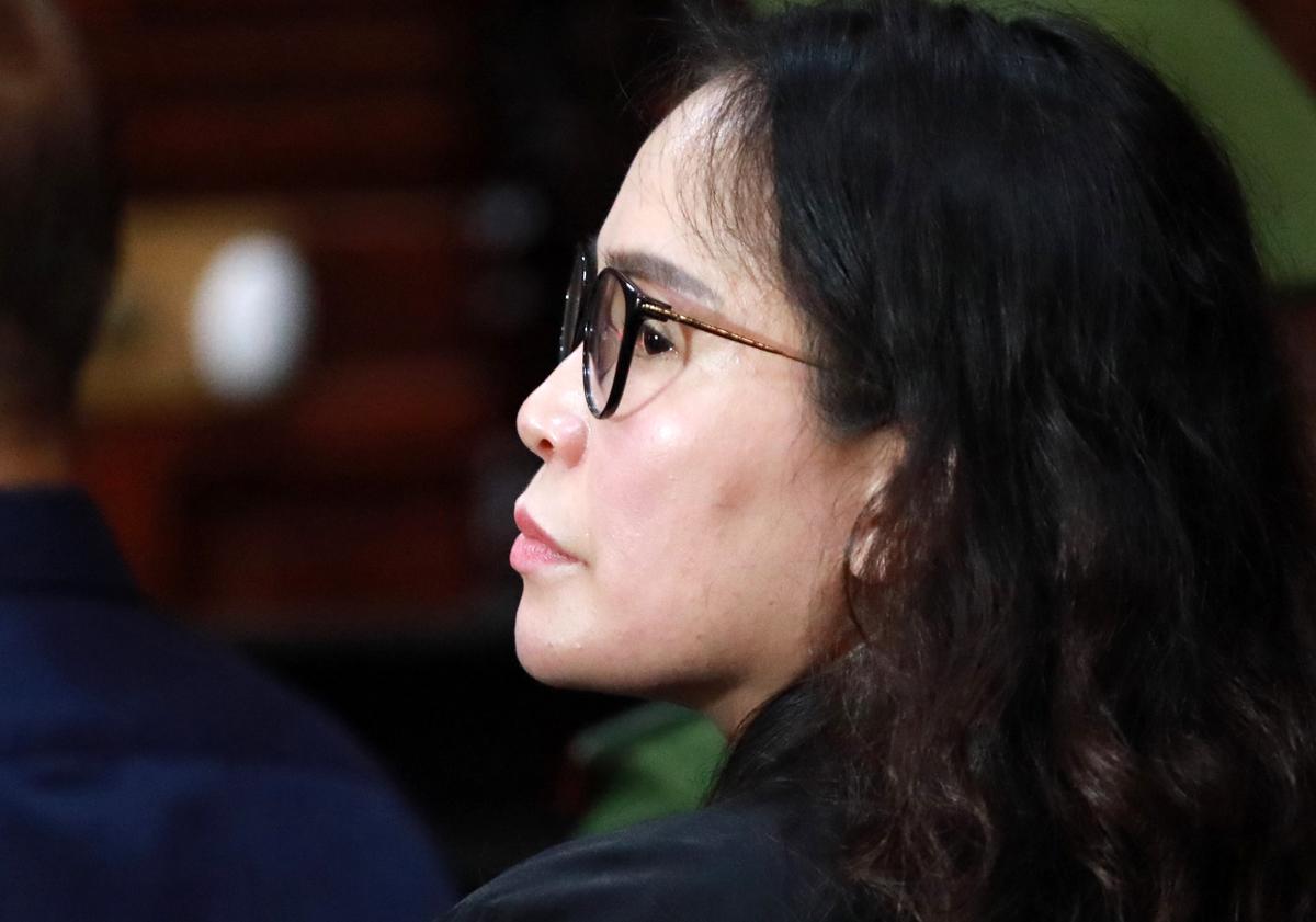 Bị cáo Lê Thị Thanh Thúy trong phần thủ tục phiên tòa sáng nay. Ảnh: Hữu Khoa.