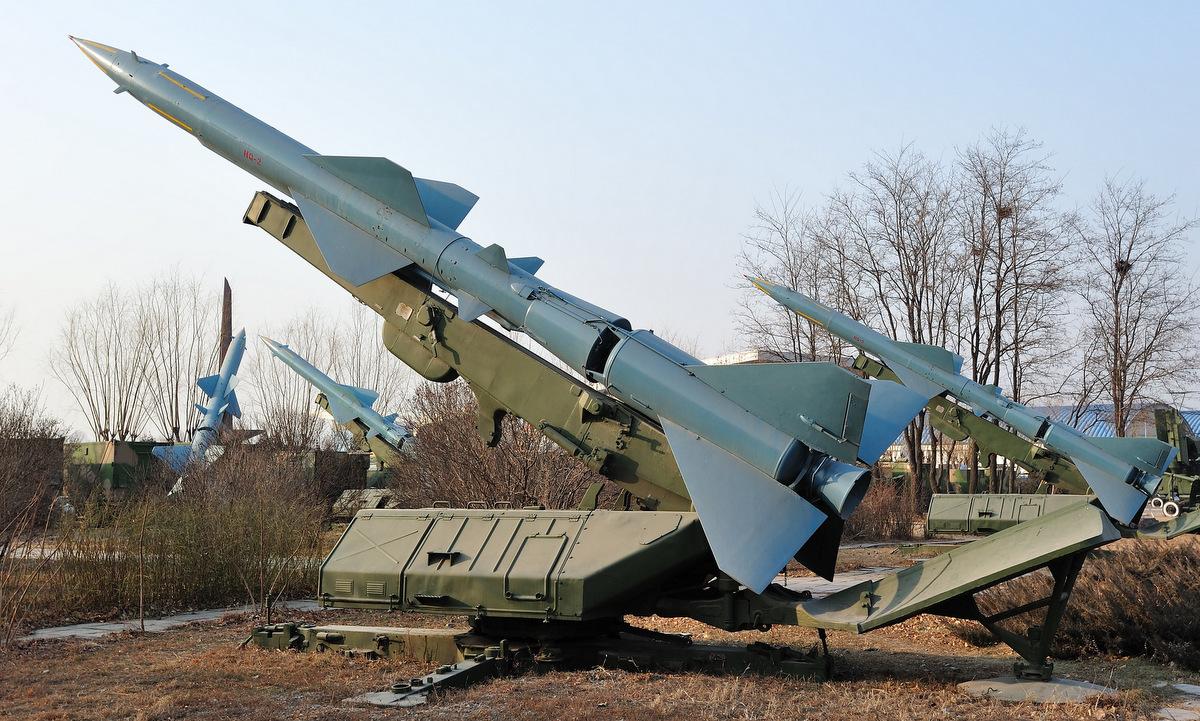 Bệ phóng tên lửa HQ-2, bản sao S-75 do Trung Quốc chế tạo, trong bảo tàng ở Bắc Kinh. Ảnh: Flickr/Ken Patterson.