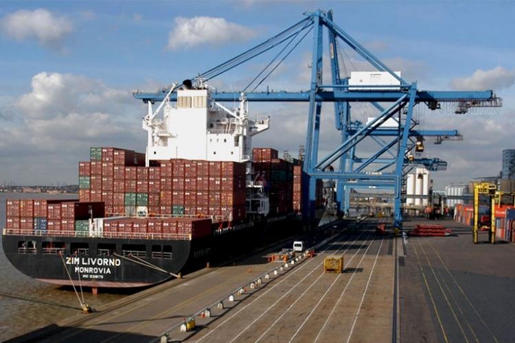 Một tàu hàng tại cảng London, Anh. Ảnh: UKport.