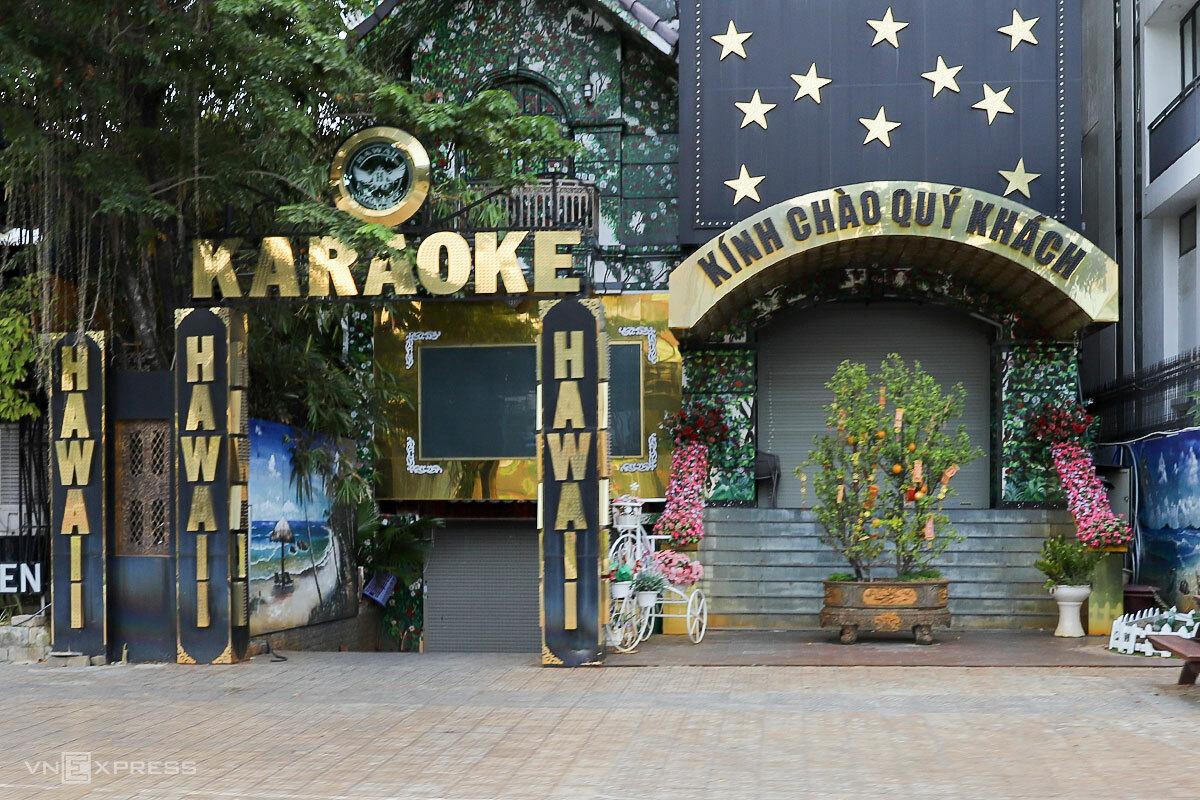 Karaoke là một trong 5 dịch vụ chưa được mở cửa trở lại. Ảnh: Nguyễn Đông.