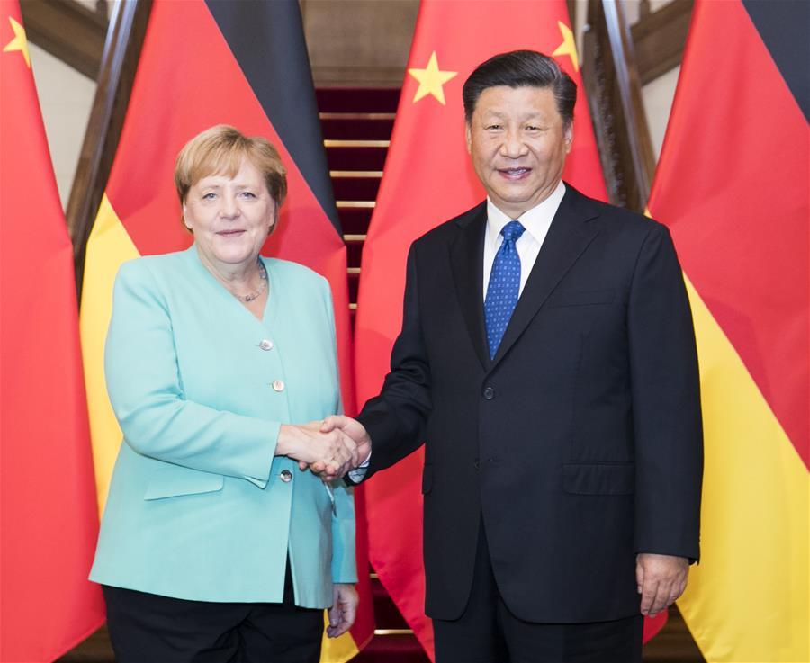Thủ tướng Đức Angela Merkel (trái) bắt tay Chủ tịch Trung Quốc Tập Cận Bình tại Bắc Kinh hồi tháng 9/2019. Ảnh: Xinhua.