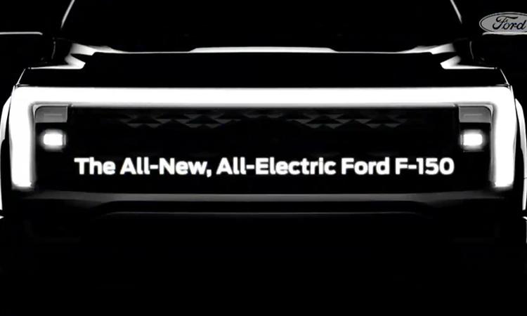 F-150 phiên bản điện với dải đèn ôm hết chiều ngang đầu xe. Ảnh: Ford