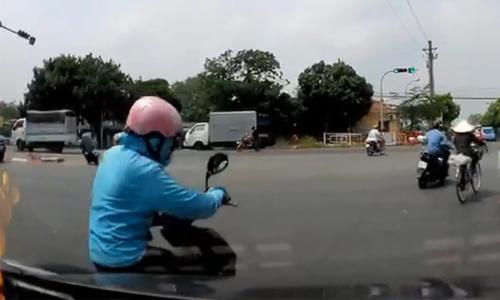 Nữ Ninja xin sang đường bằng chân - 2