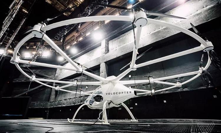 Mẫu taxi bay hoạt động bằng điện của Volocopter. Ảnh: Sean O'Kane.