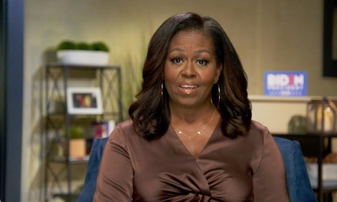 Cựu đệ nhất phu nhân Mỹ Michelle Obama phát biểu qua video phát tại Hội nghị Quốc gia đảng Dân chủ tối 17/8. Ảnh: NY Times.