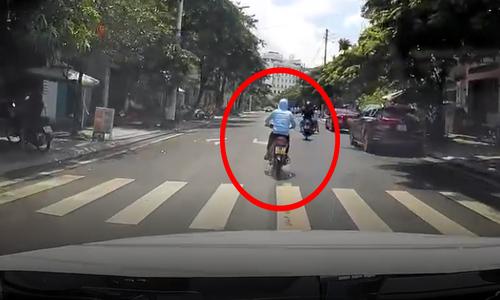 Thanh niên ngã văng vì bốc đầu xe máy - 3