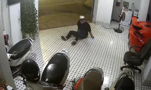 Tên trộm tụt cả quần khi tẩu thoát - 3