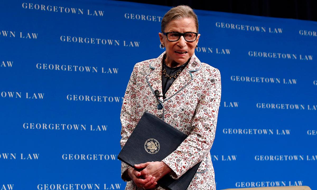 Thẩm phán Ruth Bader Ginburg tại sự kiện ở Trung tâm Luật Đại học Georgetown hồi tháng 7/2019. Ảnh: AP.