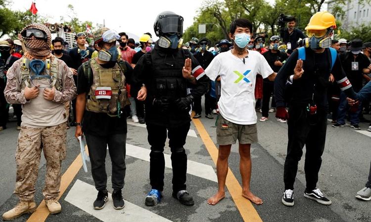 Người biểu tình Thái Lan gửi thư tới nhà vua