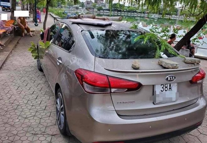Ôtô được trang trí miễn phí vì tài xế đỗ không đúng chỗ - 6