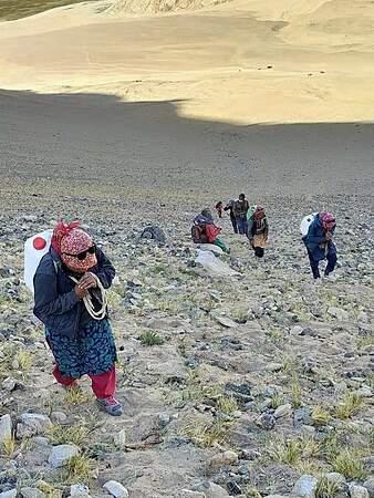 Dân làng giúp quân đội Ấn Độ đối đầu với Trung Quốc trên dãy Himalaya