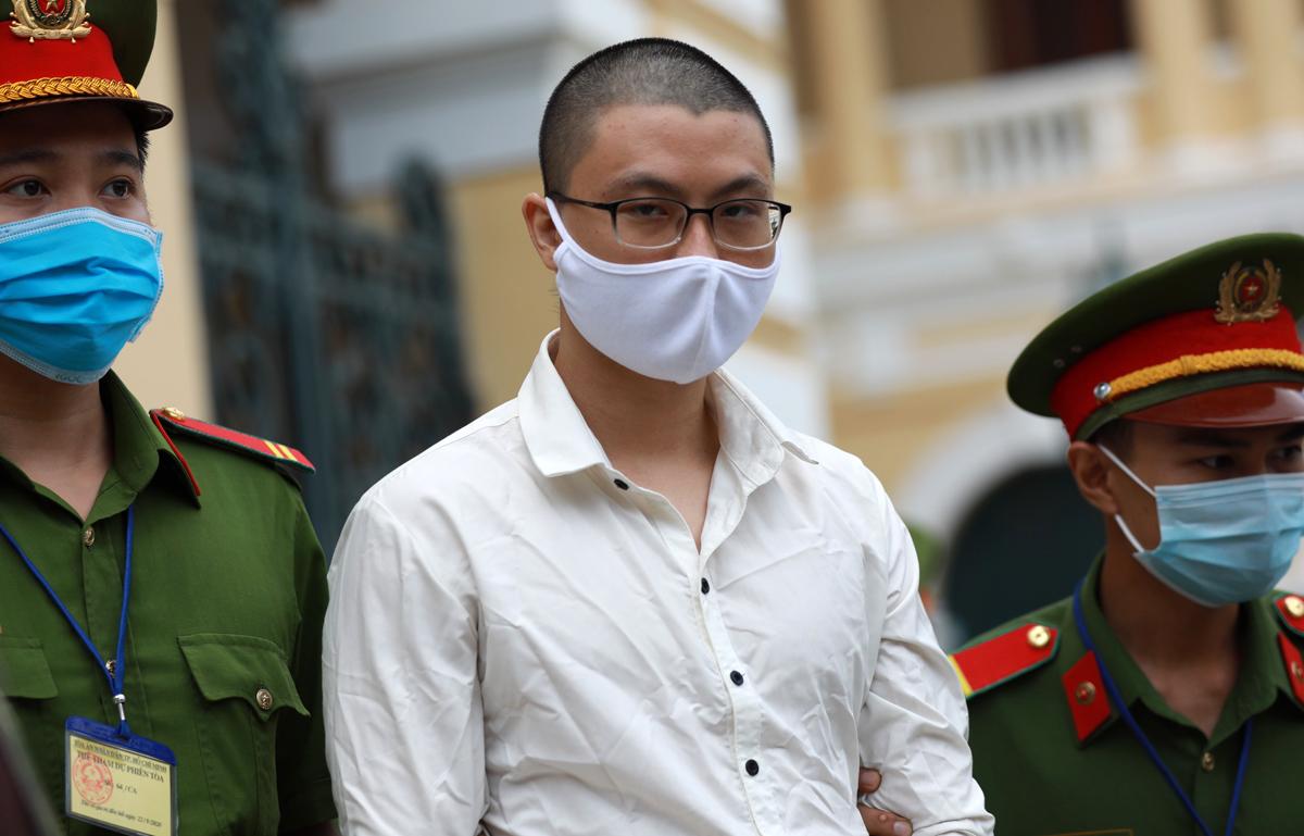 Bị cáo Vũ Hoàng Nam - trực tiếp đặt bom trụ sở Công an phường 12, Tân Bình. Ảnh: Hữu Khoa.