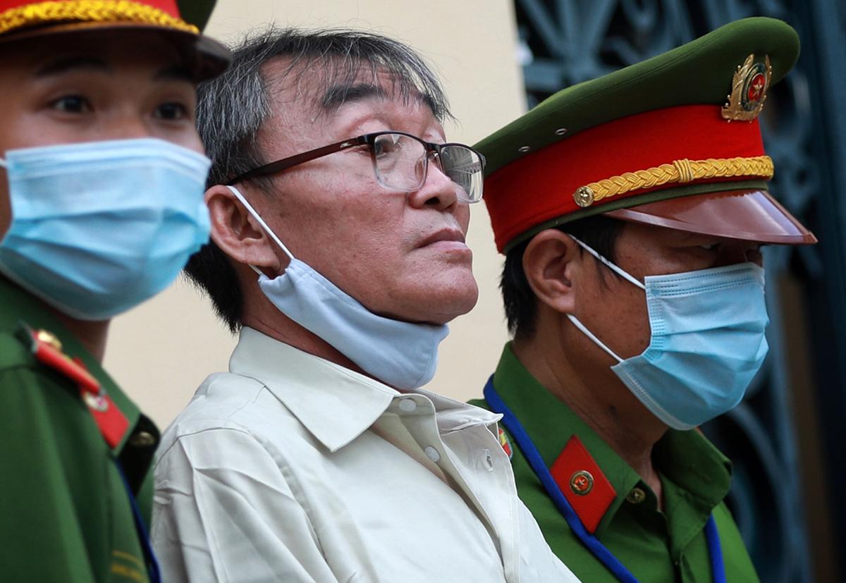 Bị cáo Nguyễn Khanh sau phiên xử trưa 21/9. Ảnh: Hữu Khoa.
