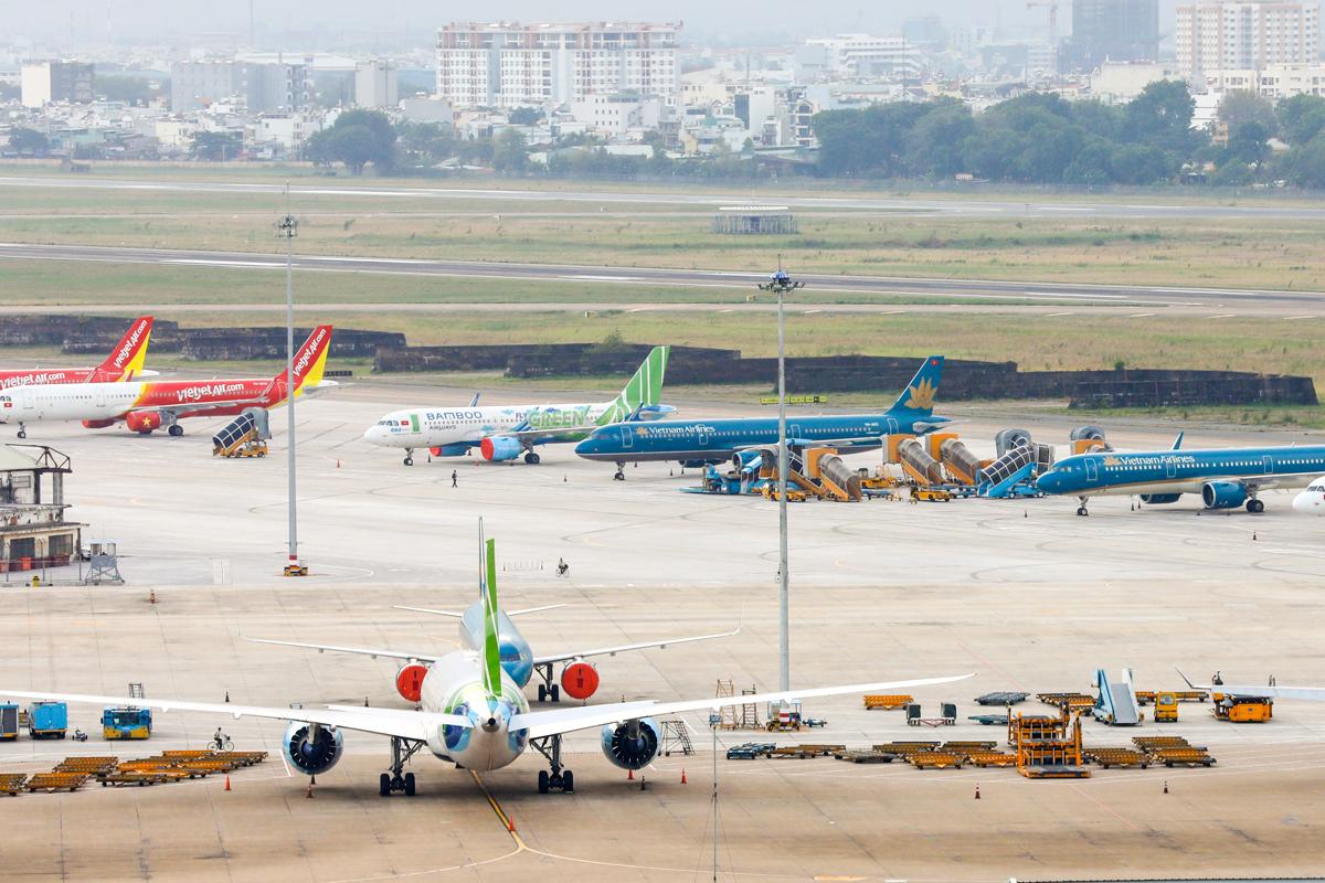 Máy bay đỗ tại sân bay Tân Sơn Nhất trong thời điểm dịch bệnh tháng 4. Ảnh: Quỳnh Trần.