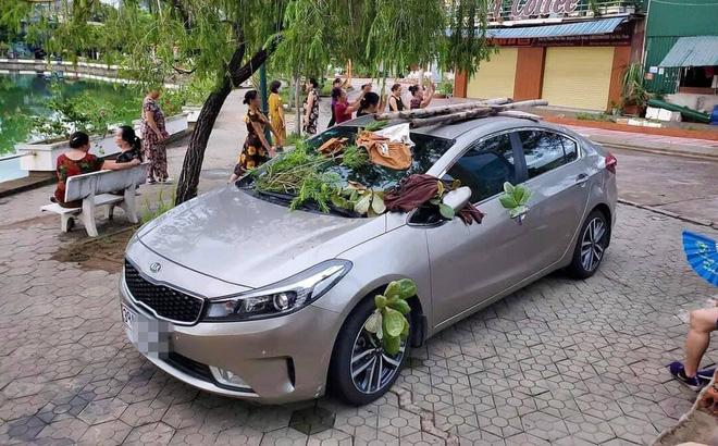 Ôtô được trang trí miễn phí vì tài xế đỗ không đúng chỗ