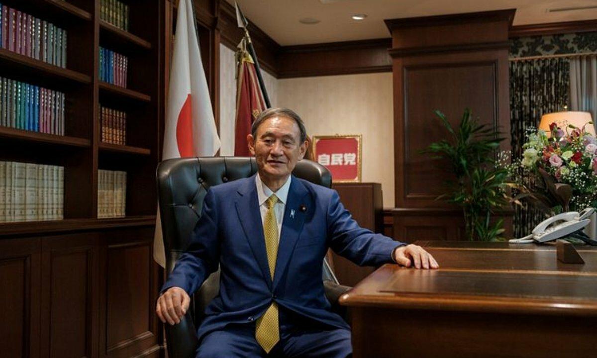 Yoshihide Suga tại văn phòng sau cuộc họp báo ở Tokyo, hôm 14/9. Ảnh: Reuters.