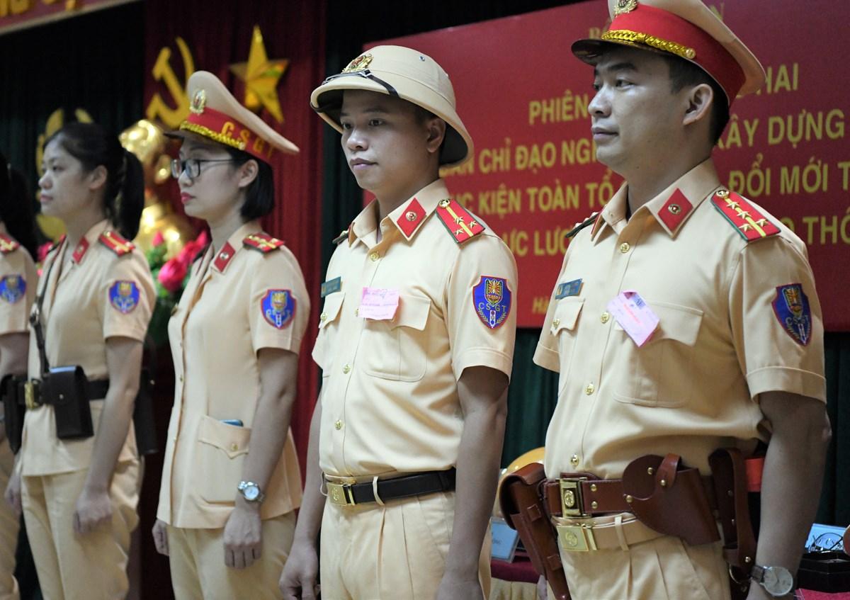 Một số mẫu trang phục cải tiến của cảnh sát giao thông. Ảnh: Minh Hải