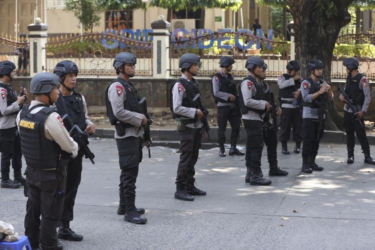 Cảnh sát Indonesia được triển khai sau vụ bạo loạn tại nhà tù ở Depok, tỉnh Tây Java, hồi tháng 5/2018. Ảnh: AP.