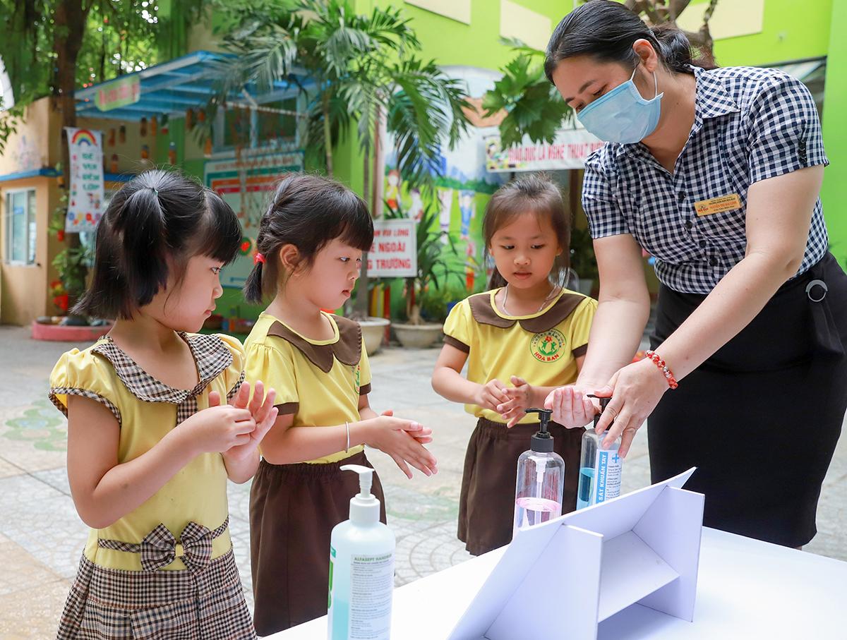 TP Đà Nẵng tổ chức cho học sinh uống sữa học đường ngày đầu tựu trường - 2