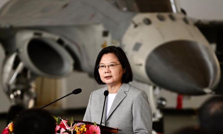 Lãnh đạo Đài Loan Thái Anh Văn thăm căn cứ của lực lượng phòng vệ trên không tại Bành Hồ hôm nay. Ảnh: AFP.