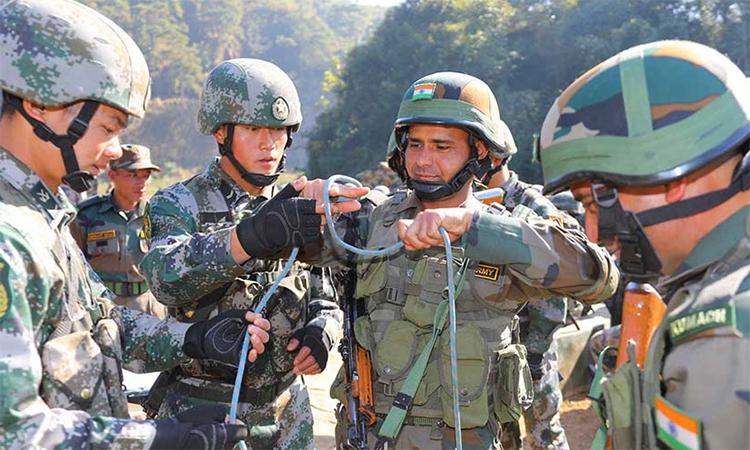 Binh sĩ Trung Quốc và Ấn Độ trong cuộc diễn tập chung tại bang Meghalaya, Ấn Độ, tháng 12/2019. Ảnh: PLA.