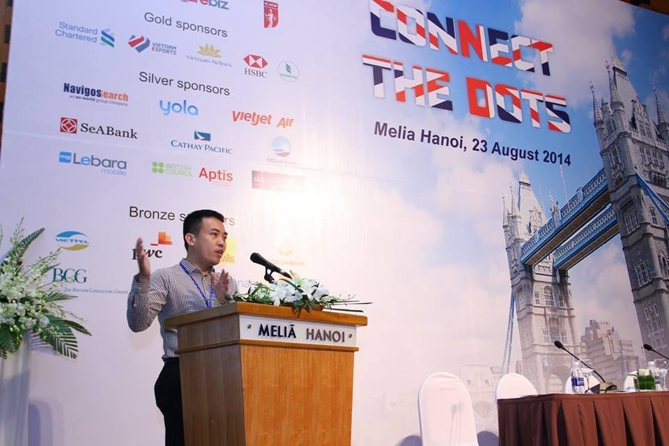 Anh Nguyễn Hồ Quang Hà phát biểu tại Ngày hội kết nối việc làm – Connect the Dots.