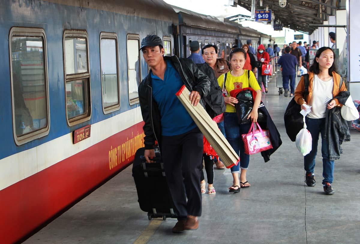 Khách đi tàu tại ga Sài Gòn dịp Tết Nguyên đán 2020. Ảnh: Gia Minh.