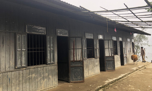 Hiện trạng của trường ai phòng học đã hỏng, hai phòng còn lại vẫn sử dụng được, diện tích khoảng 16 mét vuông