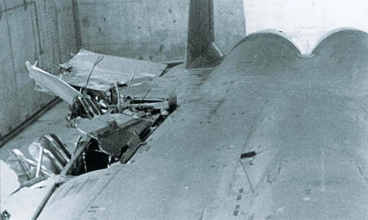 Chiếc F-15 mất cánh nằm trong xưởng bảo dưỡng của Israel. Ảnh: IDF.