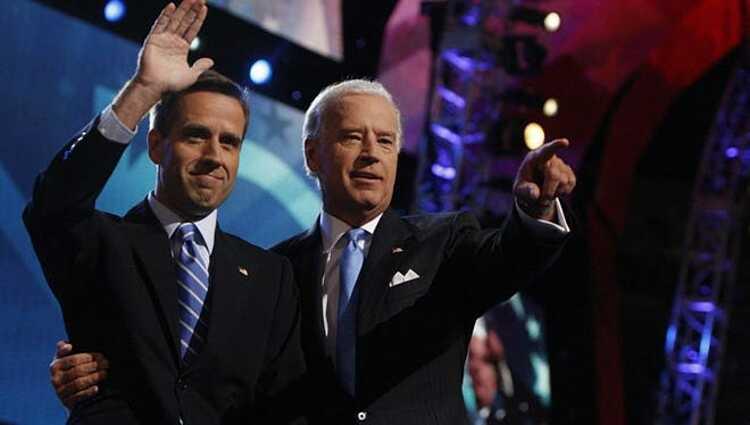 Beau (trái) và Joe Biden tại Đại hội đảng Cộng hòa ở Denver năm 2008. Ảnh: USAToday.