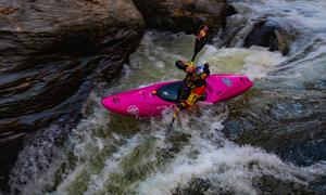 Chèo kayak vượt thác cao thứ 2 thế giới
