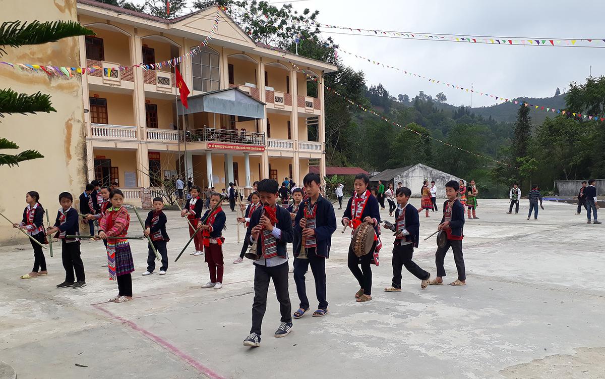 Học sinh THCS Hồ Thầu sinh hoạt tại trường. Ảnh: Nhà trường cung cấp.