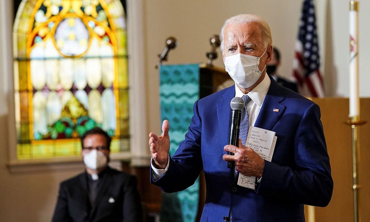 Ứng viên Dân chủ Joe Biden (phải) phát biểu tại nhà thờ Grace Lutheran, ở Kenosha, bang Wisconsin hôm 3/9. Ảnh: Reuters.