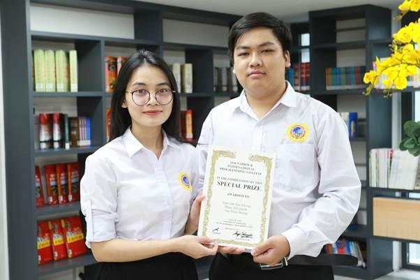 Đội SIU-Talent gồm hai sinh viên: Phạm Thị Quỳnh và Trần Văn Đan Trường, theo học ngành Khoa học máy tính giành giải Đặc biệt tại cuộc thi lập trình Procon quốc tế 2020.