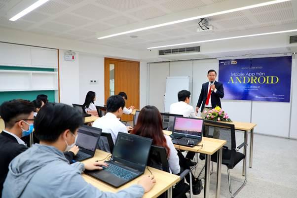 Tiết học của sinh viên Công nghệ thông tin tại SIU.