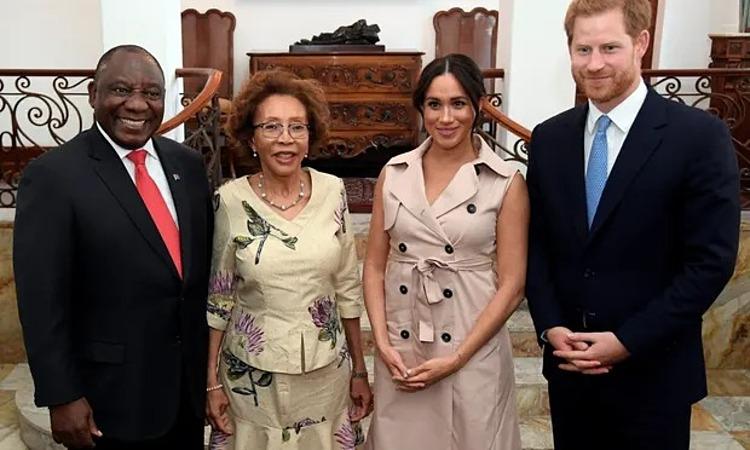 Công tước và công nương xứ  Sussex gặp Tổng thống Nam Phi  Cyril Ramaphosa và phu nhân Tshepo Motsepe trong chuyến thăm Nam Phi. Ảnh: Hoàng gia Anh.