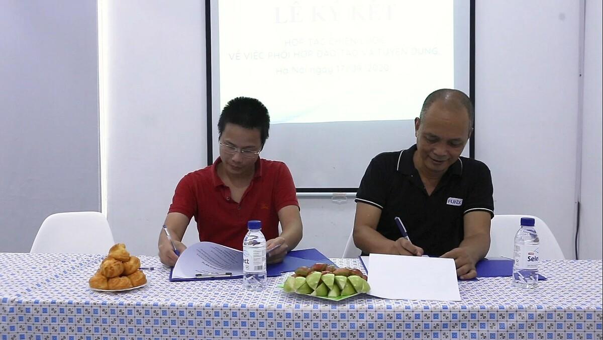 Ông Nguyễn Thành Nam, nhà sáng lập FUNiX ký kết hợp tác với