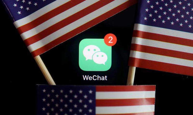 Logo ứng dụng WeChat trên điện thoại. Ảnh: Reuters.
