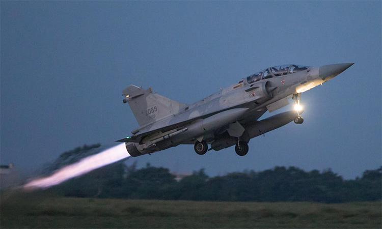 Tiêm kích Dassault Mirage 2000 của Đài Loan cất cánh. Ảnh: Lực lượng phòng vệ Đài Loan.
