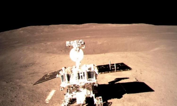 Robot tự hành Trung Quốc hoạt động ở vùng tối của Mặt Trăng. Ảnh: CNN.
