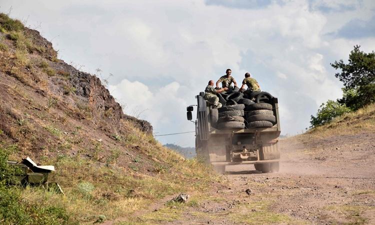 Binh sĩ Armenia tại khu vực gần biên giới Armenia - Azerbaijan ngày 15/7. Ảnh: AFP.
