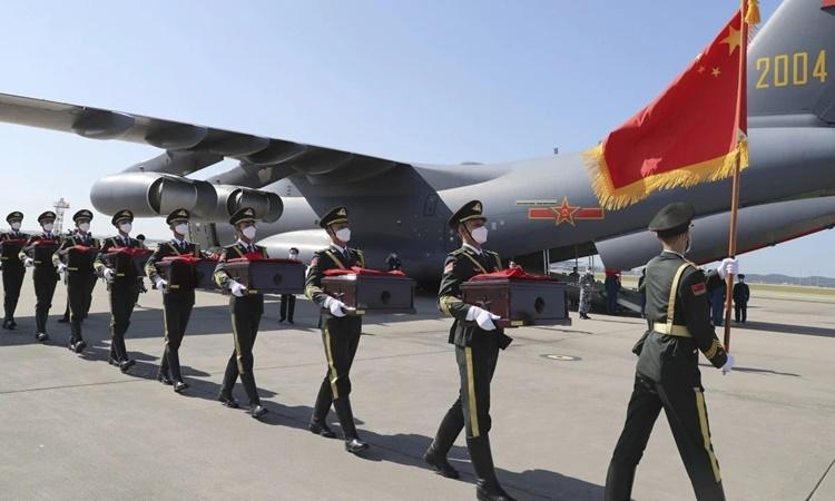 Lễ đón hài cốt lính Trung Quốc tử trận trong Chiến tranh Triều Tiên diễn ra tại sân bay quốc tế Đào Tiên Thẩm Dương