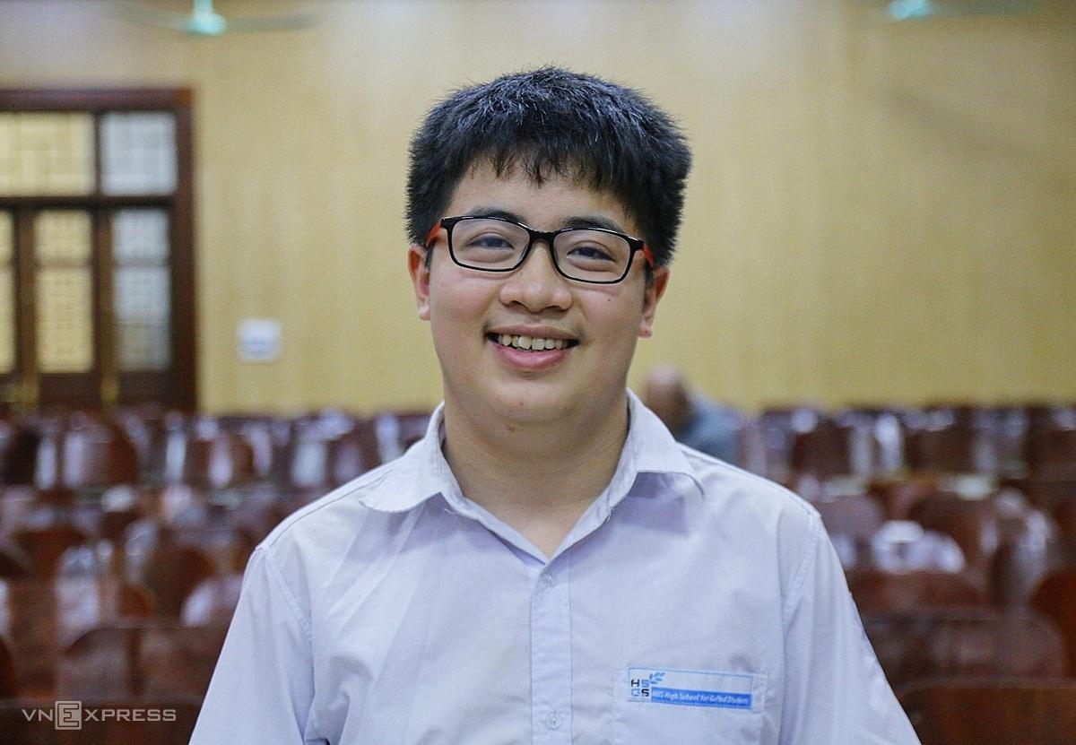 Ngô Quý Đăng tại trường THPT chuyên Khoa học Tự nhiên, Hà Nội, chiều 28/9. Ảnh: Thanh Hằng