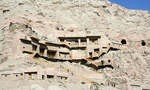 Cụm 236 hang Phật giáo nghìn tuổi trên vách đá